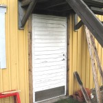 Den gamla slitna dörren som skulle bytas ut