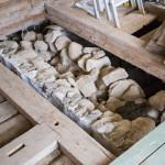 Muren mellan källaren och krypgrund dök upp under köksgolvet  Nyckelord Keywords: Hus o Hem, VillaViken, Järnavik, Kök