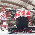 Tingsryd 18 Jacob Dahlström flyger fram framför Almtuna målvakt 24 Jonas Johansson under matchen i HockeyAllsvenskan mellan Tingsryd och Almtuna på Nelson Garden Arena i Tingsryd den 5 oktober ( Foto: Lars Nilsson / Pic-Agency )